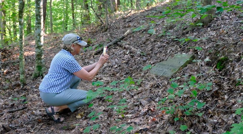 Grave at Ramsey Creek Preservephotos by Tom Bailey