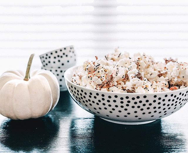 Happy Halloween Weekend! 👻🎃 What's your top two favorite Halloween movies?! (I say two because I kind of figure Hocus Pocus has to be everyone's #1, right?!). In case you're having Halloween movie marathons all weekend like us, I have the easiest yummiest popcorn snack on the blog!