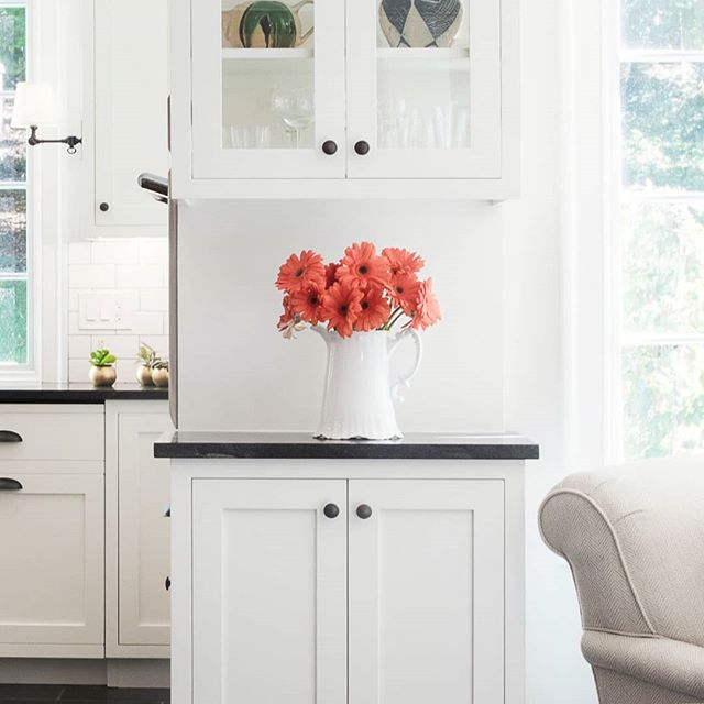Hidden or showcased? Organized in view, or out of sight? No matter how you want to handle your storage, we can design cabinets to match your needs. Whether your glassware is on display or carefully tucked away, your kitchen will be as beautiful as ever. ★★★★★★ #christianafactorystudio #cfs #CFSadvantage #customcabinetry #designisinthedetails #kitcheninspiration #storageideas #storagegoals #renovation #christianacabinetry