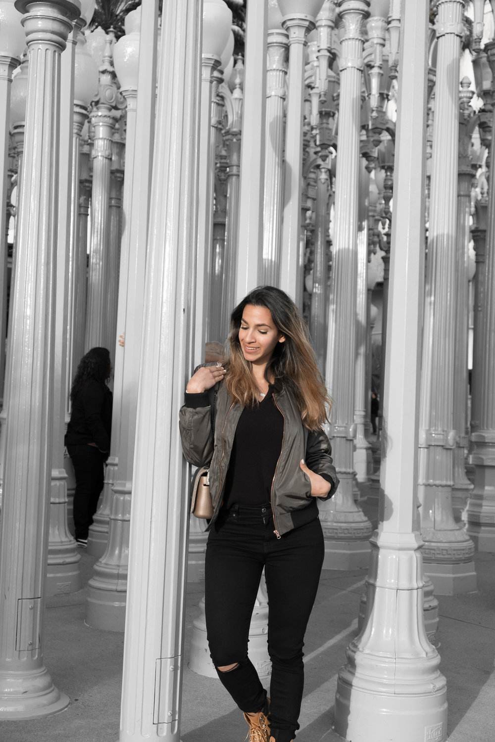 I'm wearing : bomber jacket - Random | black T - Brandy Melville | jeans - 7for all mankind | shoes - Timberland.