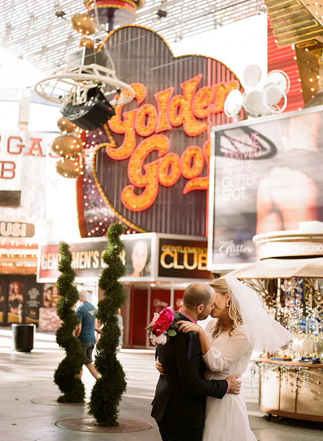 17-bride-groom-kiss-golden-goose-vegas.jpg