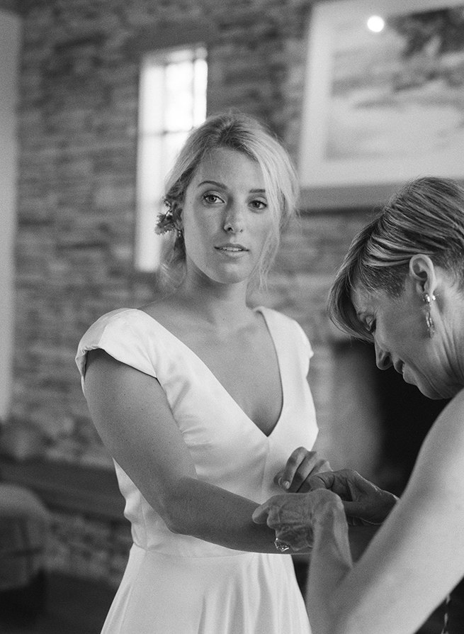 03-bride-getting-ready-mom.jpg