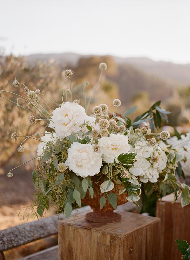 05-floral-centerpiece-white.jpg