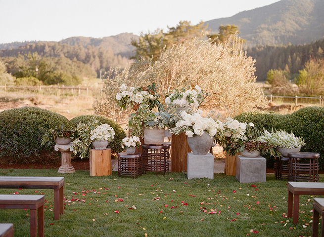 06-ceremony-altar-ideas-flowers.jpg