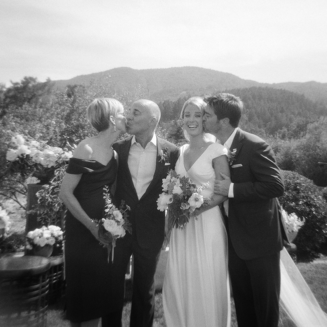 14-family-photo-wedding-holga-kissing.jpg