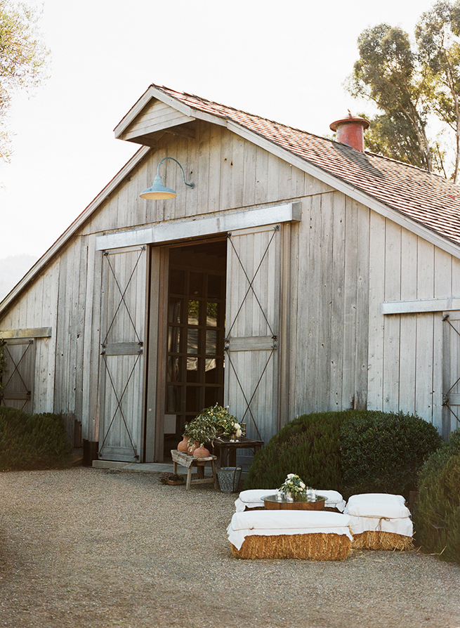 17-barn-wedding-california-hay-bale.jpg