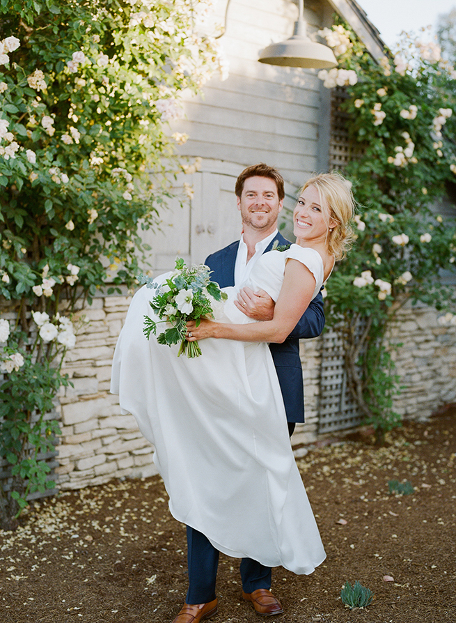 31-bride-groom-threshold-pic-vines-johanna-johnson-dress.jpg