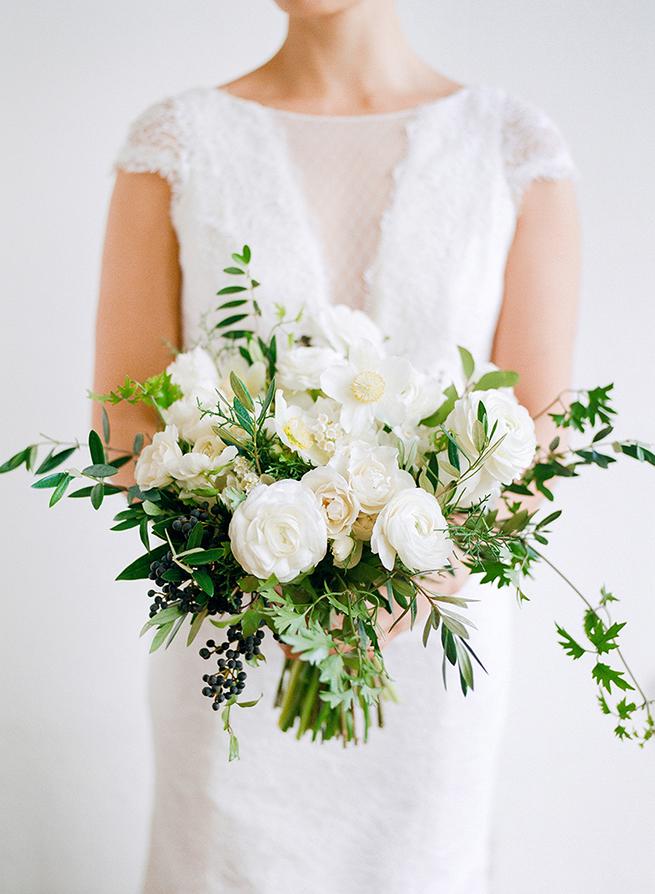 Classic white bouquet from la fleuriste christina mcneill for Fleurs amaryllis bouquet