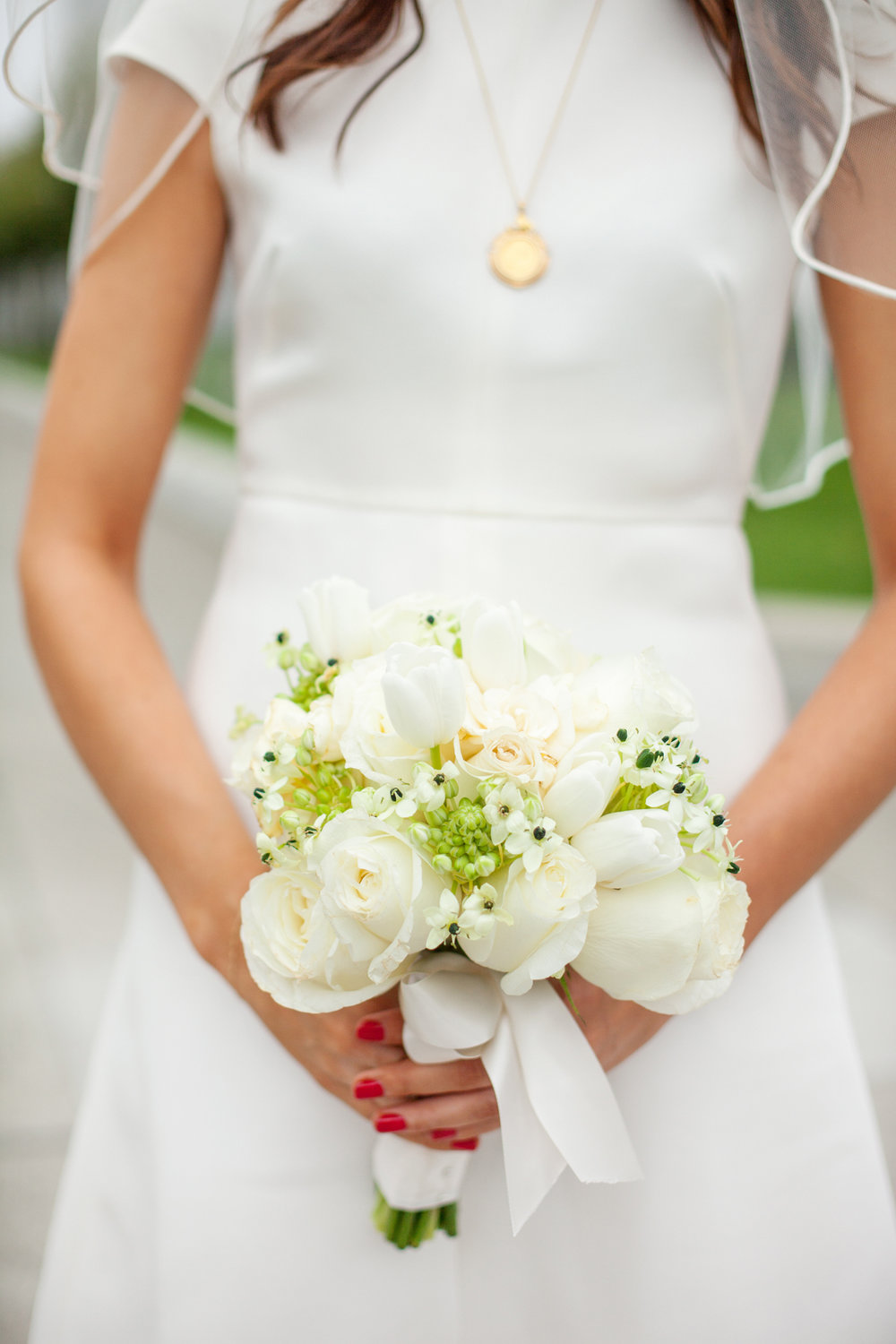 3-white-rose-bouquet.jpg