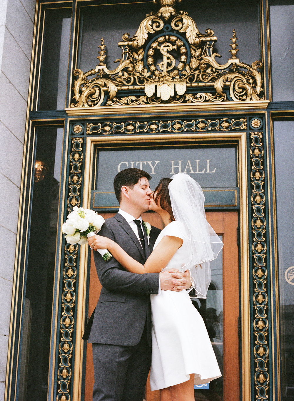 28-city-hall-wedding-sf.jpg