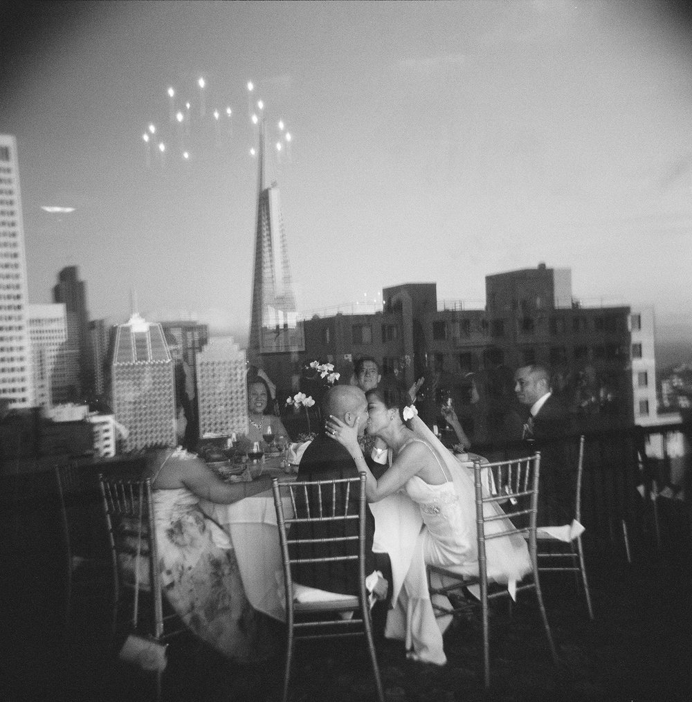35-bride-groom-transamerica-building.jpg
