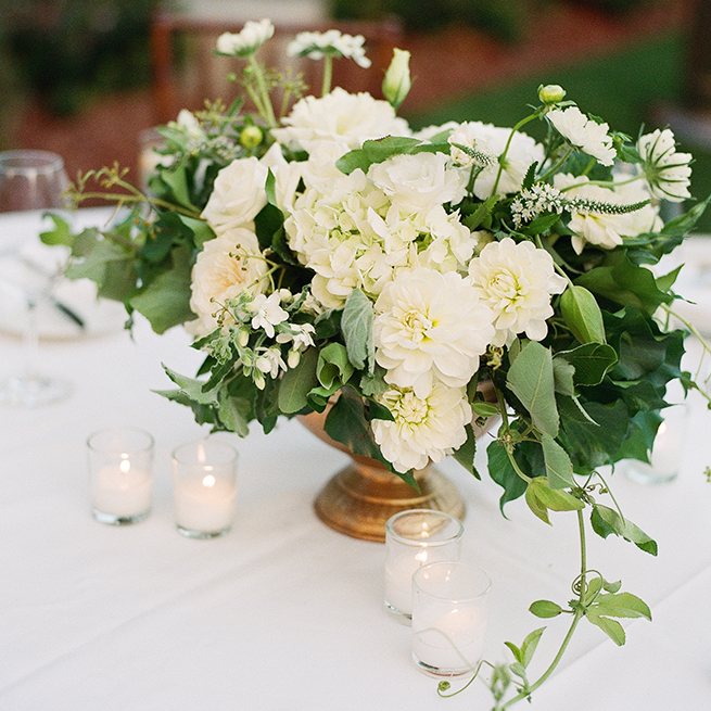 18timeless-vintage-estate-wedding.jpg