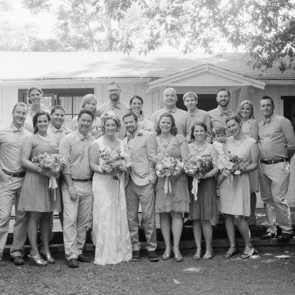 10-bw-vintage-bridal-party-pic.jpg