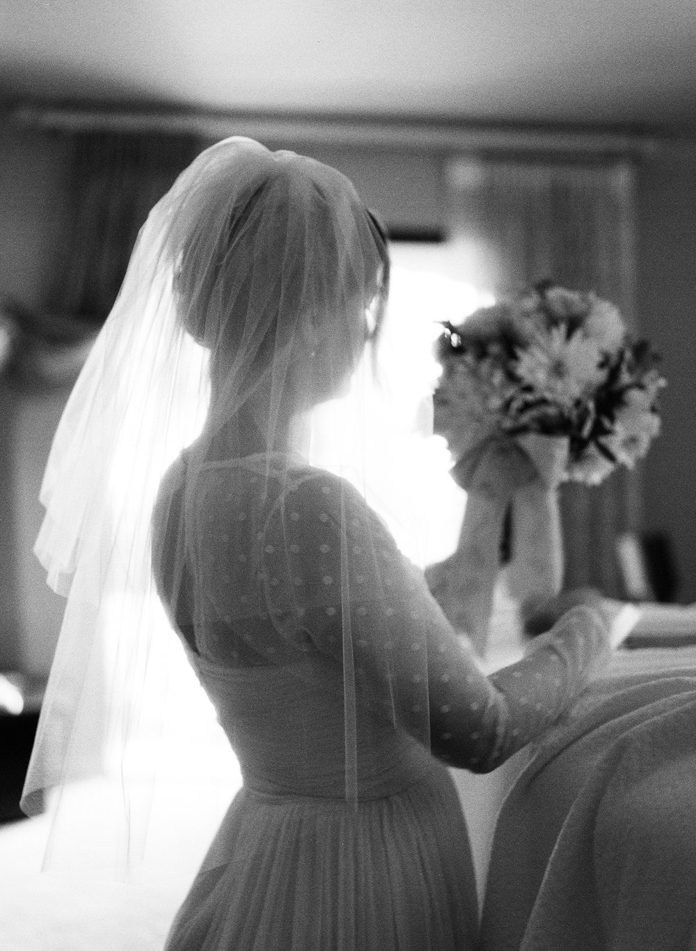 02-9-bride-bouquet-black-white.jpg