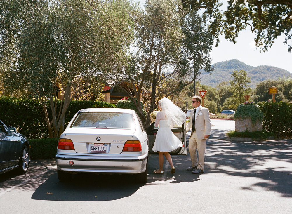 09-26-bride-groom-vintage-bmw.jpg