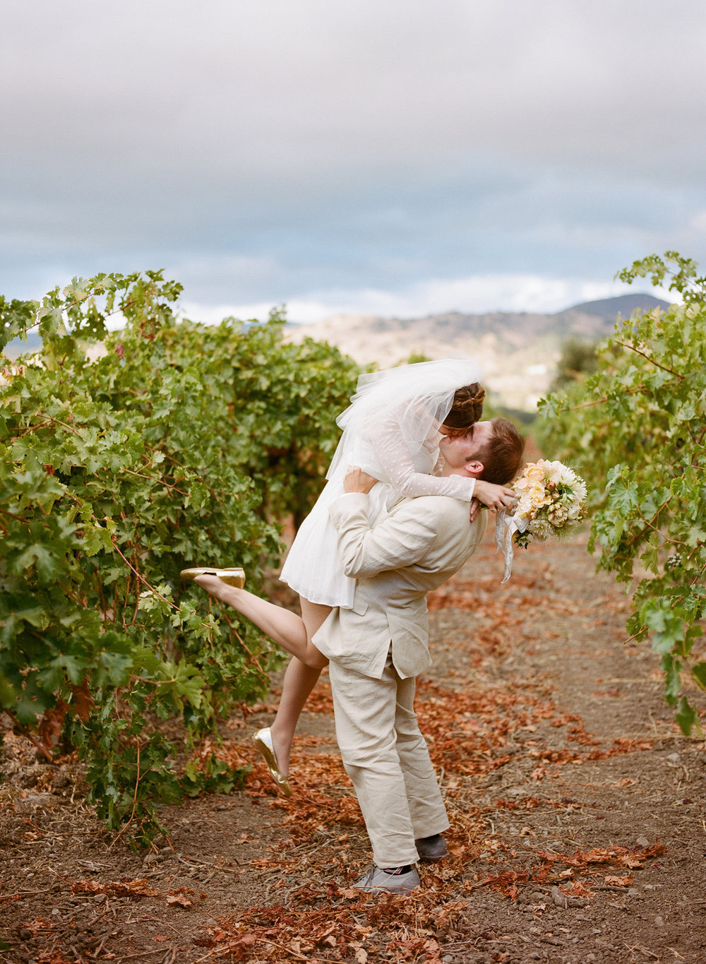 33-22-bride-groom-vineyards.jpg