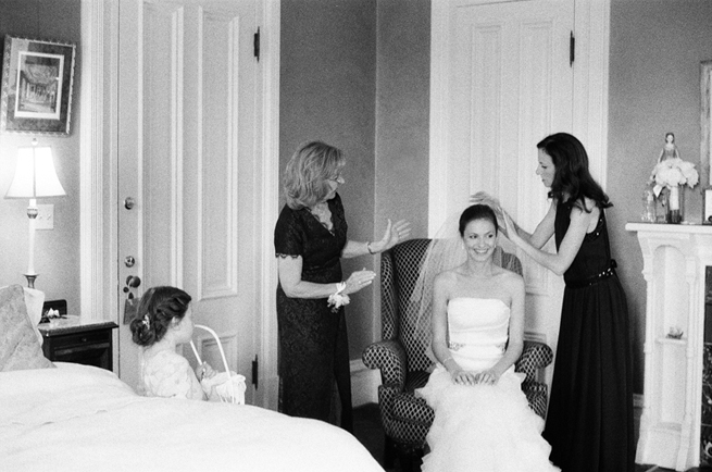 14-bridesmaids-putting-on-veil.jpg