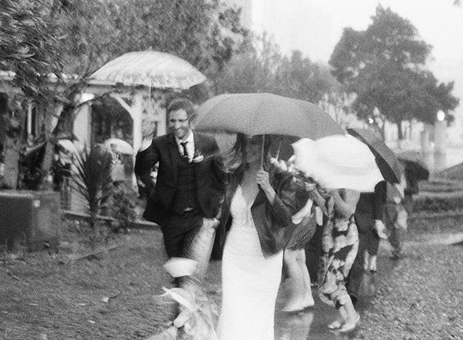 17-23-bride-groom-rain-umbrella.jpg