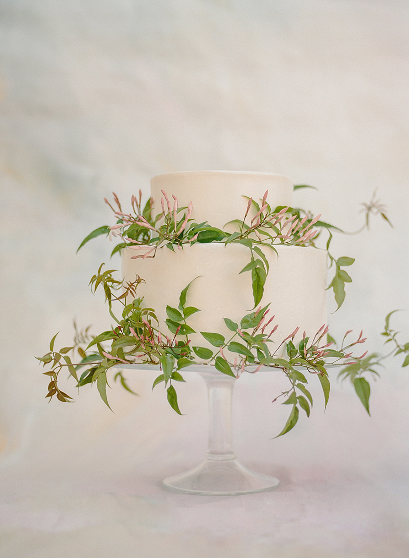 9-jasmine-vine-wedding-cake.jpg