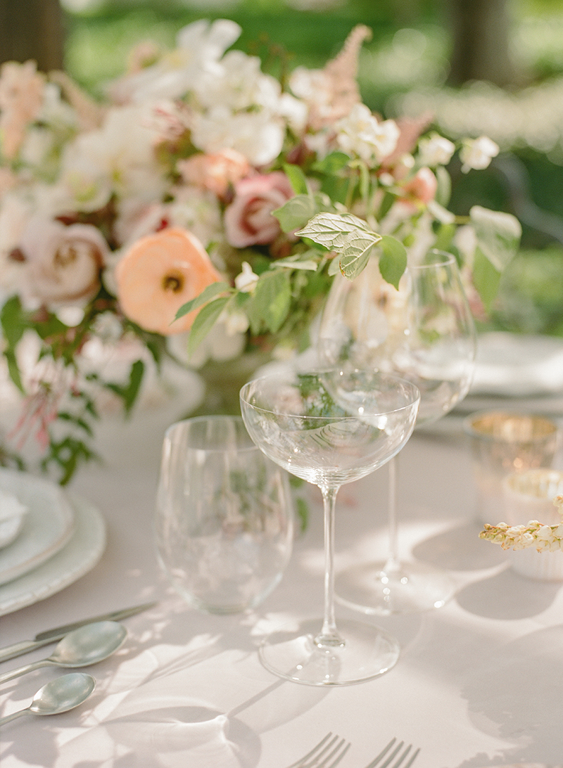 19-elegant-glasware-wedding.jpg