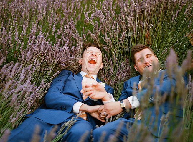 23-grooms-laying-lavender-field.JPG
