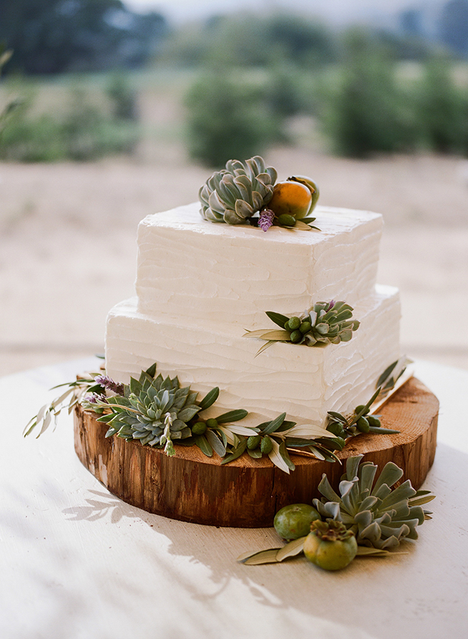 35-rustic-wedding-cake.JPG