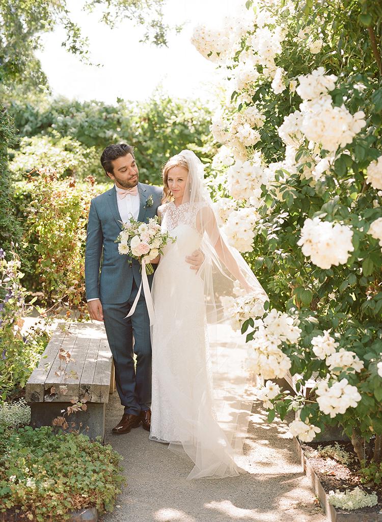 6-garden-roses-bride-cornerstone-gardens.jpg