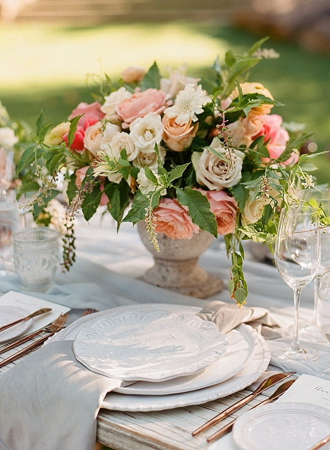 33-feminine-romantic-table-setting.jpg