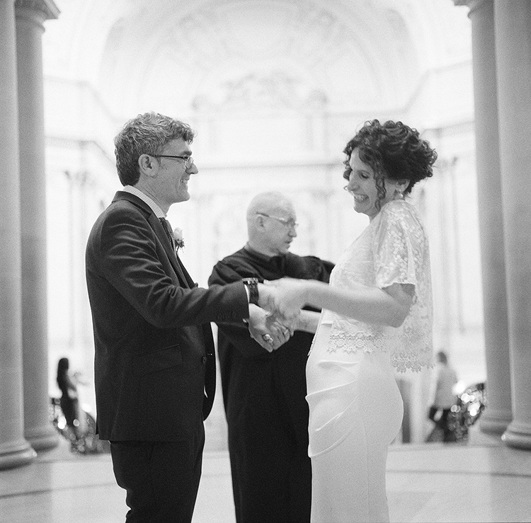 45-just-married-rotunda-sf-city-hall.jpg