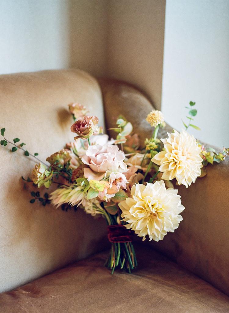 1-cafe-au-lait-dahlia-bouquet.jpg