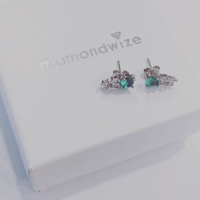 Happy Sunday! Our perfect Christmas earrings. . . . . . #earrings #christmasearrings #studs #greenearrings #diamondstuds #mijuri #happinessboutique #diamondearrings #accessories #instastyle #diamondwize #Sterlingsilver #silver #everydayluxury #jewelrygram #presents