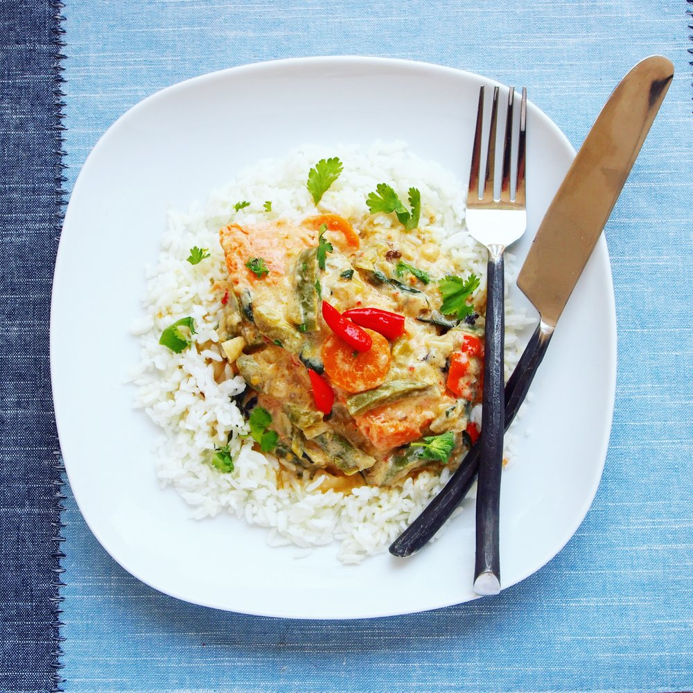 This curry is a spicy Thai red salmon curry with vegetables, including bell peppers, carrots, and spring onions that is served over rice with  squeezes of lime and fish sauce! The flavors are well balanced which makes it perfect for a quick weeknight curry. A 30 minute salmon curry is the way to go!