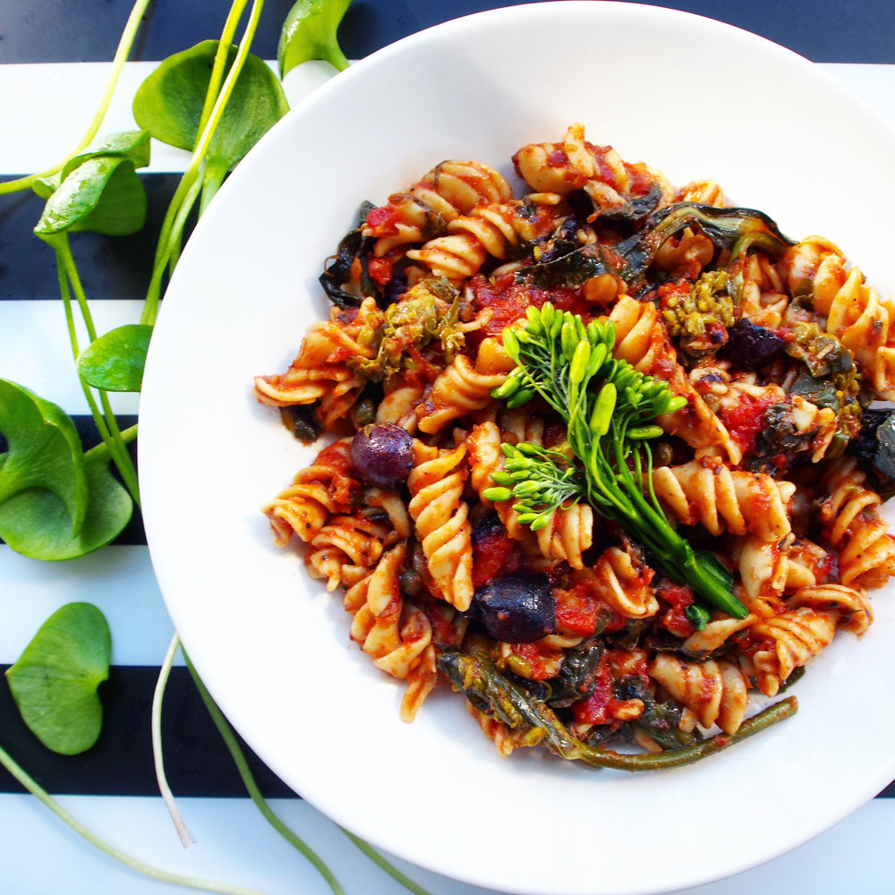 This vegetarian pasta recipe is made with Banza's chickpea rotini pasta. The pasta is high in protein and fiber but low in carbohydrates.