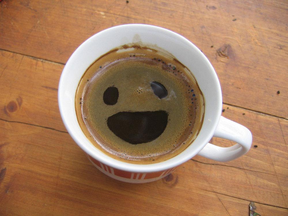Klooker kost ongeveer een kop koffie (of als je vaak naar Starbucks gaat: een halve kop koffie!)
