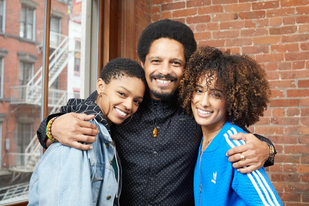 Bob Marley's zoon Rohan met zijn kinderen Selah en Eden.