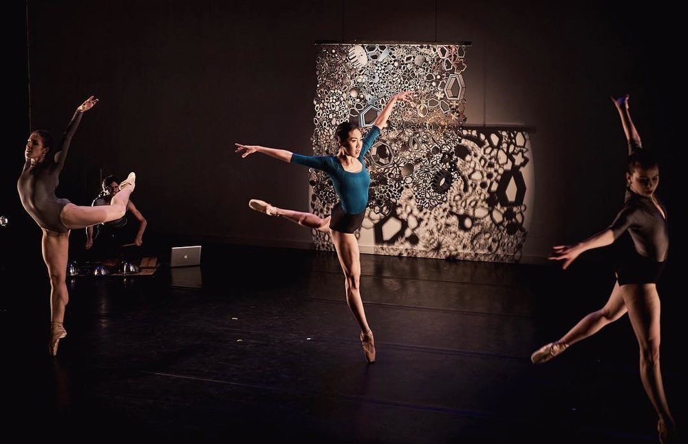 Photo: Arnaud Falchier; Dancers: Amy Saunder, Tiffany Mangulabnan, Jordan Miller; konverjdans' 'STRATA'