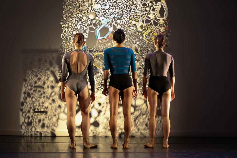 Amy Saunder, Tiffany Mangulabnan, Jordan Miller in konverjdans' 'STRATA'