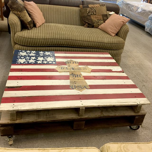 Spotted in our Lakewood store! This unique, hand-made pallet coffee table on wheels is just $65. Perfect for your 4th of July celebration. #habitatstorescore #thriftstorefinds