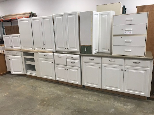 We have cabinets! This 10-piece white cabinet set can be found in our Puyallup store - individually priced at $35-$60. #habitatstorescore #thriftstorefind #habitatstore