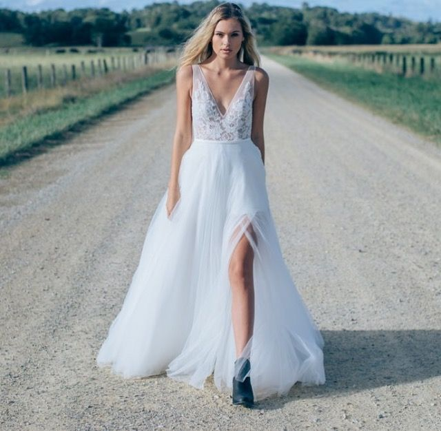 ottawa-wedding-dresses-westboro-bridal-store-modern-bride-boutique-revelle-MadeWithLove-MWL_Willow.jpg
