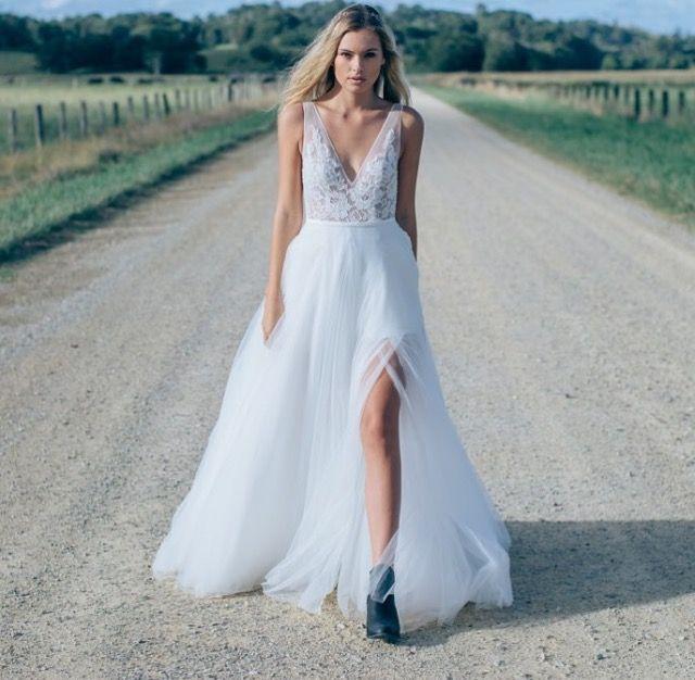 ottawa-wedding-dresses-westboro-bridal-store-modern-bride-boutique-revelle-MadeWithLove-MWL_Willow.jpg