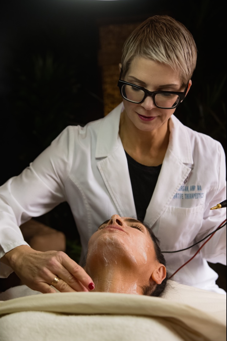 Mila Morgan in our discrete & tranquil treatment studio, repairing & rejuvenating face & body. Mila Morgan, Medical Microcurrent Therapy expert & nonsurgical face lifts.