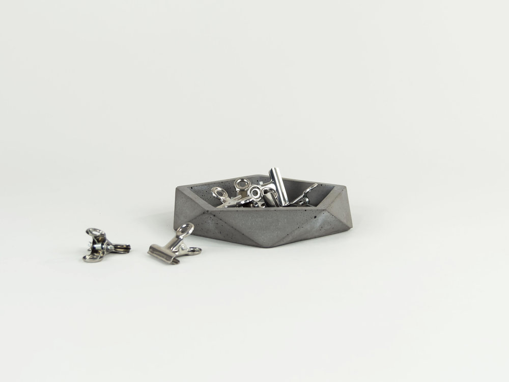 Modern-and-minimalist-geometric-tray-for-your-office-and-home-by-the-savvy-heart.jpg