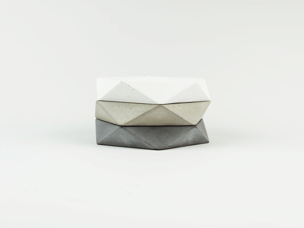 Set-of-three-Simple-modern-geometric-concrete-dishes-By-the-Savvy-heart.jpg