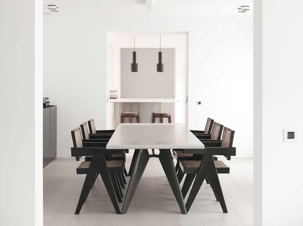 Modern Dining Room with Black Woven Cane Rattan Chairs - Spring 2019 Trends