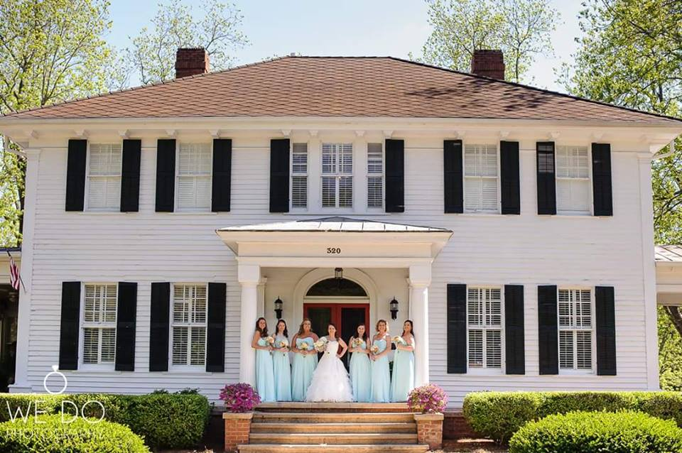 bride tribe at the grand magnolia house.jpg