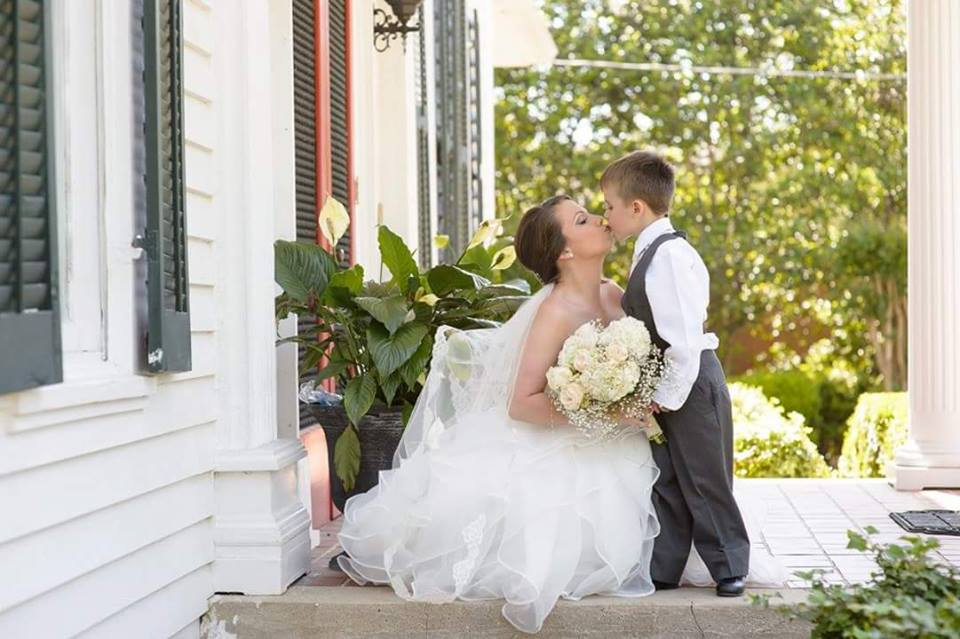 sweet kisses for the bride at the grand magnolia house.jpg