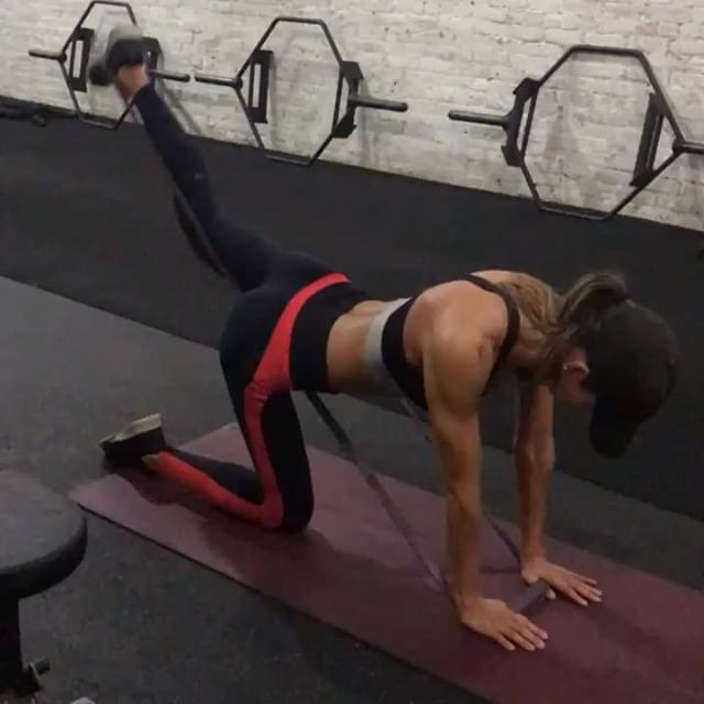 Three Exercises to try this weekend! All from @s10training in NYC... see you guys soon. And thanks to @nick.newbody 🍑💪🏽 A1. Banded Kick Backs 15x each leg A2. Pull ups 6x A3. Runners Deadlift (or staggered stance deadlift) 12x each leg  Complete 3-4 rounds and let me know what you think! 🤔 💭 ⬇️ #workout👍 #workoutroutines #workoutvideos #exerciseideas #exercisevideo #exerciseguide #legexercises #workoutvideo