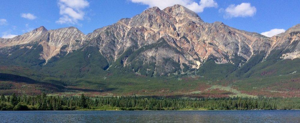 Pyramid Lake in Jasper National Park (photo by @thelotuspage)