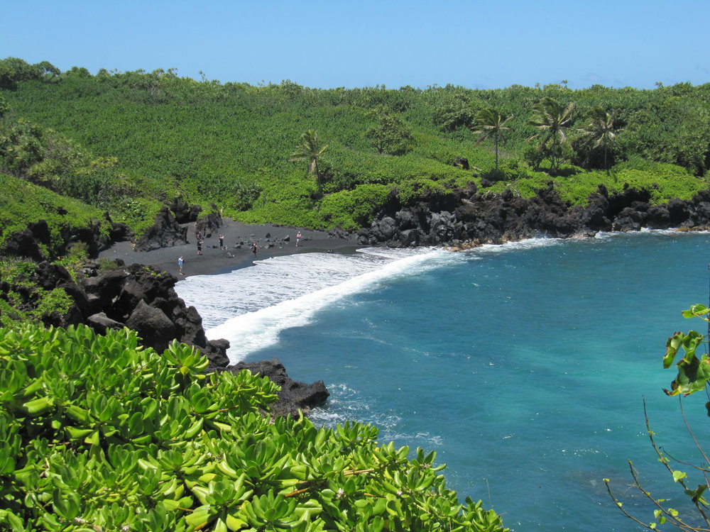 Black Sand Beach in Waianapanapa State Park, Maui, HI (photo by: @thelotuspage)